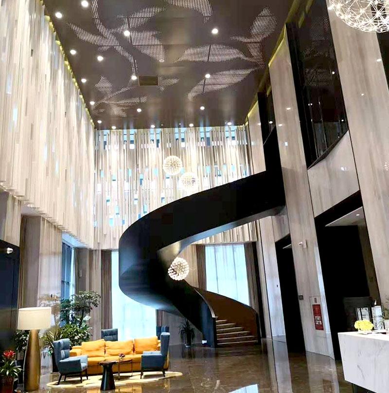 都匀希尔顿欢朋酒店大堂旋转楼梯